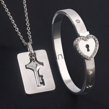 New A Pairs Love Heart Lock Couple Bangles Bracelet Stainless Steel Crystal Key Pendants Necklace Women Men Lover Jewelry Gift цена в Москве и Питере