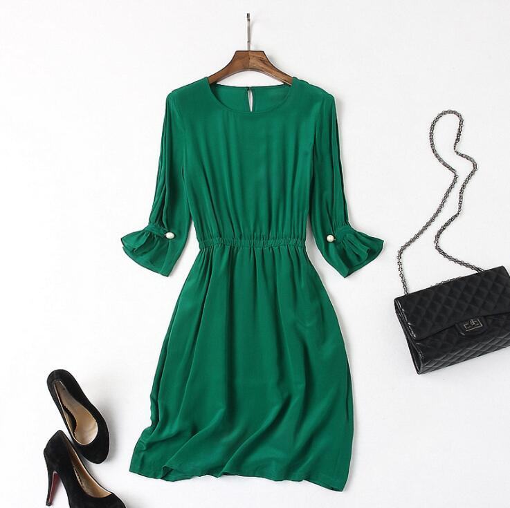 Au printemps, printemps, la robe est faite de soie de glace tricoté robe, et la est fait de mince un-ligne.