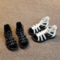 Modelos de verano de las muchachas hollow niños sandalias casuales sandalias de cuero de goma después de la cremallera del remache de los niños mini melissa zapatos