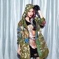 2017 Otoño Mujeres de la marca de Marea Nueva Graffiti Alfileres de adorno Suelta Gabardina larga cazadora con capucha Femenina Verde Del Ejército ropa de Abrigo levita