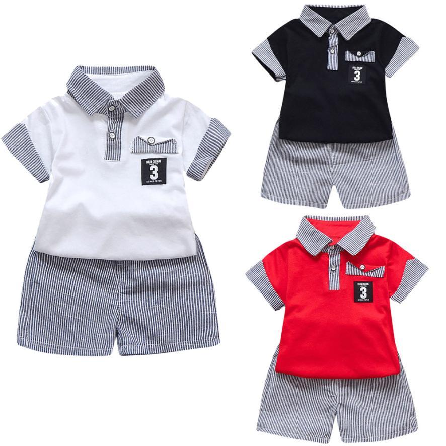 Для мальчиков ясельного возраста комплекты летней одежды 2 шт. детская с принтом букв футболка Топы + полосатые шорты Штаны мальчиков наряды...
