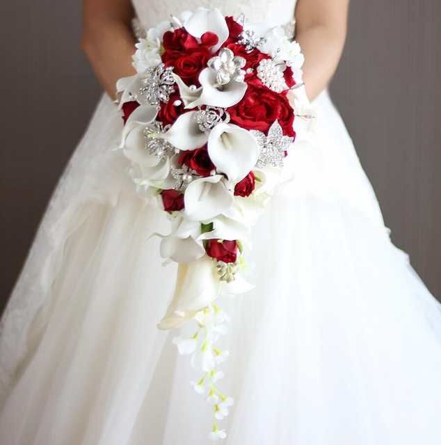 Janevini 2018 Vintage Red Rose Bouquet With Crystal Waterfall