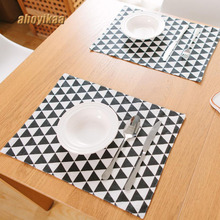 2 PCS/Lot 32*45cm Dining Tables Place Mats Black And White Triangle Creative Personality Eat Tableware Utensil Accessories