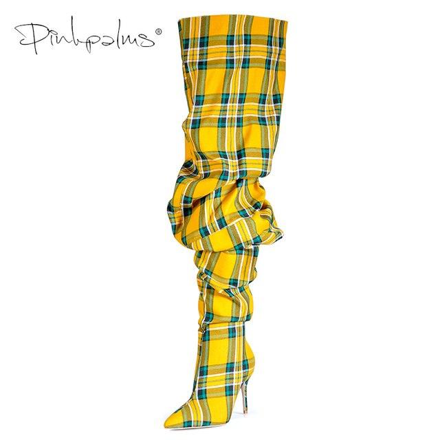 Ограниченная серия; обувь с розовыми ладонями; женские Зимние ботфорты выше колена; Женские ботинки в клеточку на высоком каблуке