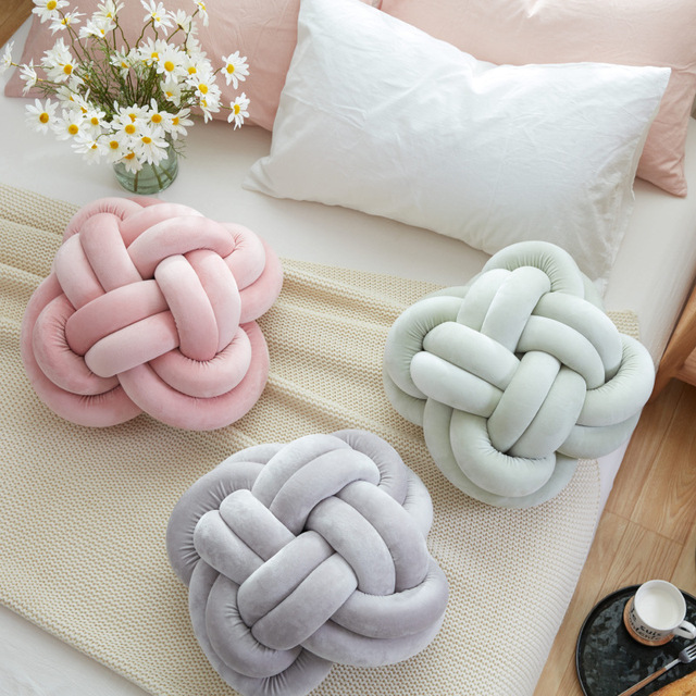 Europe Innovative Handmade Knotted Knot Ball Home Baby Sweet Pillow Sofa Cushion Simple Car Decorative Pillows
