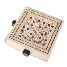 Mini Wooden Labyrinth Board Game, Ball In Maze Puzzle Handcrafted Toys Children Educational Toys Wooden Toy Mini