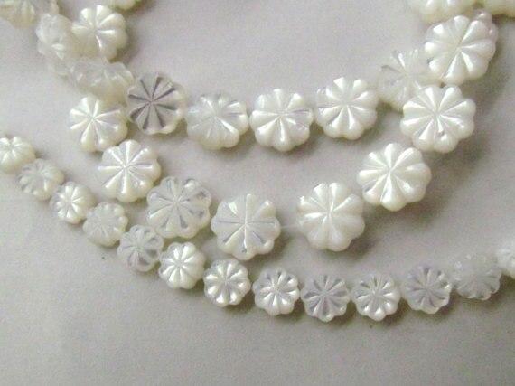 Perles sculptées à la main en coquille de vadrouille blanche naturelle perles en nacre blanche sculptées 8-12mm