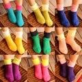 2015 Nuevas Muchachas de la Llegada Patchwork Calcetines Niñas Calcetines de Vestir Niña de Color Caramelo Del Envío Libre