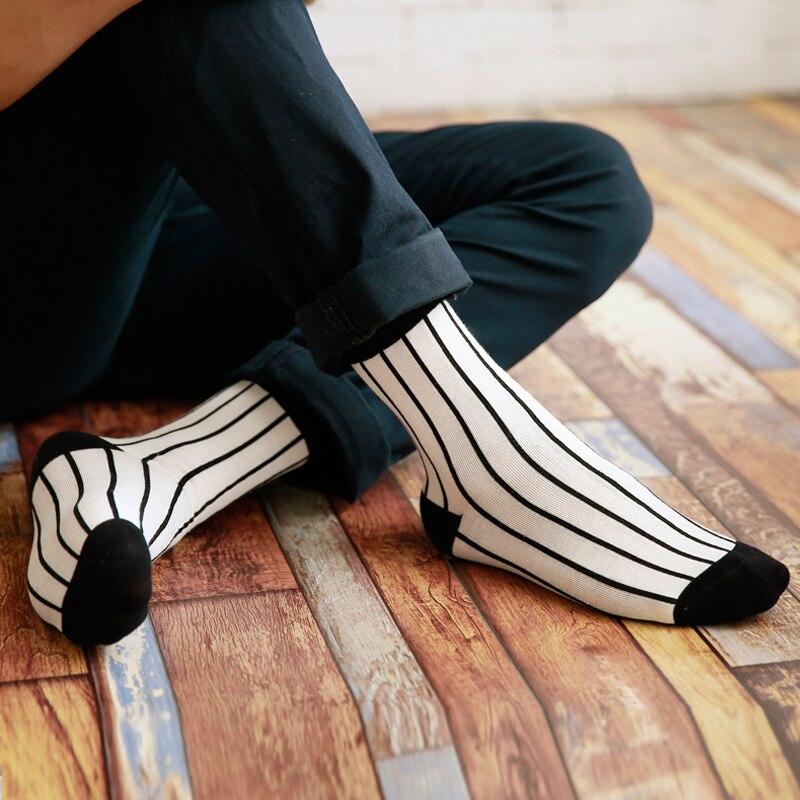 2017 New fashion man cotton Black white stripes houndstooth socks absorb sweat Man Socks EUR39-44