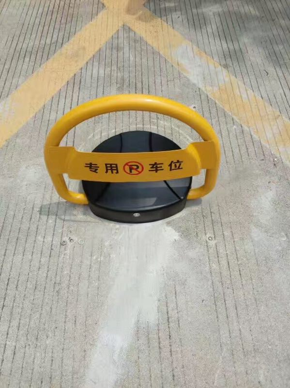 NO PARKING BARRIER / BLOCKADE/ REMOTE CONTROL AUTOMATIC PARKING BARRIER half ring shape of the block machine parking barrier lock