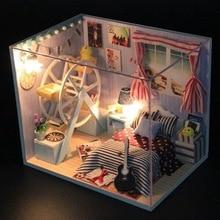 Новый Hoomeda DIY Милые Деревянные Dollhouse Миниатюрные Игрушки Со СВЕТОДИОДНОЙ Мебель Кукольный Домик Лучшие Подарки Декор Для Детей