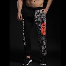 купить men's letter gym pants jogger color camouflage men's beam mouth bobuilding gym Fashion letter print 2018 new high quality по цене 1120.65 рублей