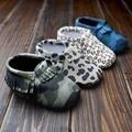 Camuflaje al por menor leopardo mocasines bebé primer caminante del bebé Moccs suela suave de las borlas del camuflaje zapatos infantiles del niño calcados bebe