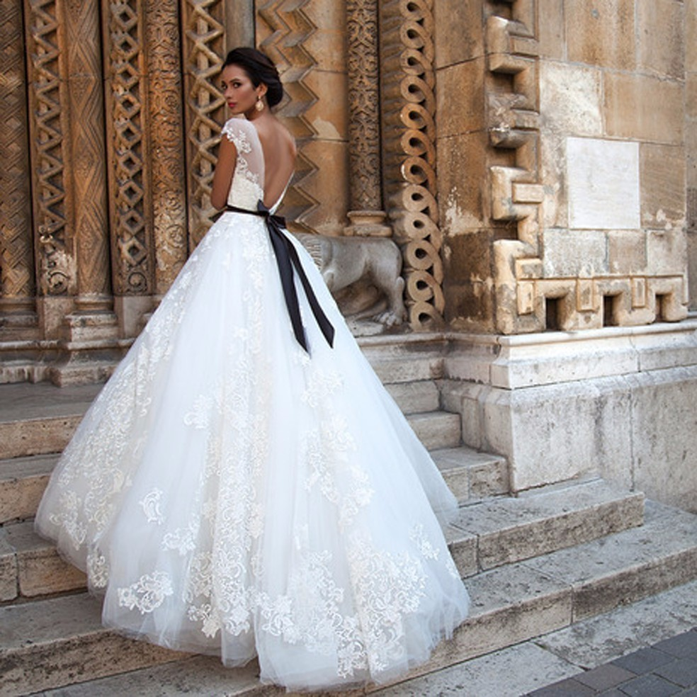 Vestido De Noiva 2017 New Arrival Ball Gown Wedding Dress 2016 Vintage Lace Short Sleeve Sexy Backless Wedding Gowns