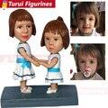 Персонализированные скульптуры  скопированные с фотографии  две фигурки для девочек на заказ  куклы с помпоном  персонализированные фигурк...
