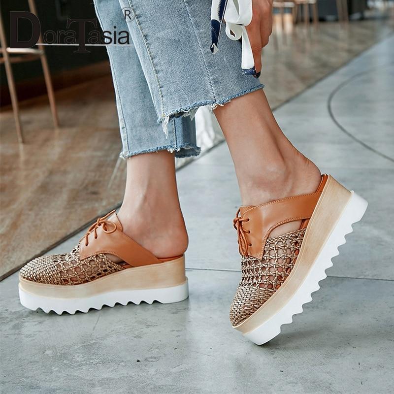 DORATASIA 2019 nowy duży rozmiar 32 42 Hollow krzyż Tied platformy pantofle damskie letnie prawdziwej skóry kobiet kliny buty kobieta w Kapcie od Buty na  Grupa 1