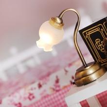 Винтажный кукольный домик, миниатюрный светодиодный настольный светильник-тюльпан, 1/12 весы