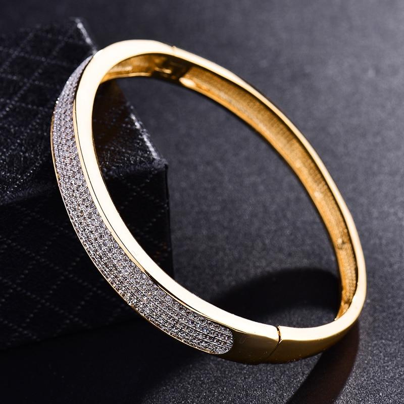 6ea8aab1daf5 Gulicx 2017 famosa marca de lujo amor brazalete pulsera de oro para las mujeres  de color blanco CZ zirconia boda joyería Z033