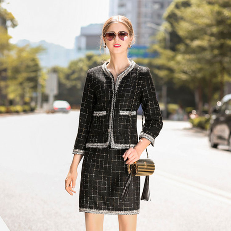 Здесь продается  Plaid   tweed short three quarter o-neck top coats and mini package hip skirts 2017 new brand runway women autumn 2 piece suits  Одежда и аксессуары