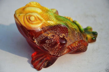 7.8 cm * / Elaborate rare artificial amber resin Chinese auspicious lifelike toad statue