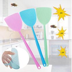 1 pc zwalczania szkodników ręczne Mosquito Fly Swatter gospodarstwa domowego z tworzyw sztucznych lotnicze błąd Swatter z długim uchwytem dostaw domowych losowy kolor w Packi na muchy od Dom i ogród na