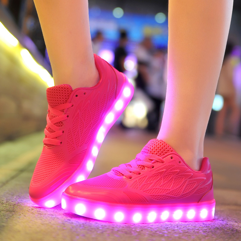 8d67f499 Zapatillas de deporte de verano Zapatos de luz Led brillantes USB recarga  de neón de malla de aire transpirable cesta de Mujer Zapatos blancos Mujer  en ...