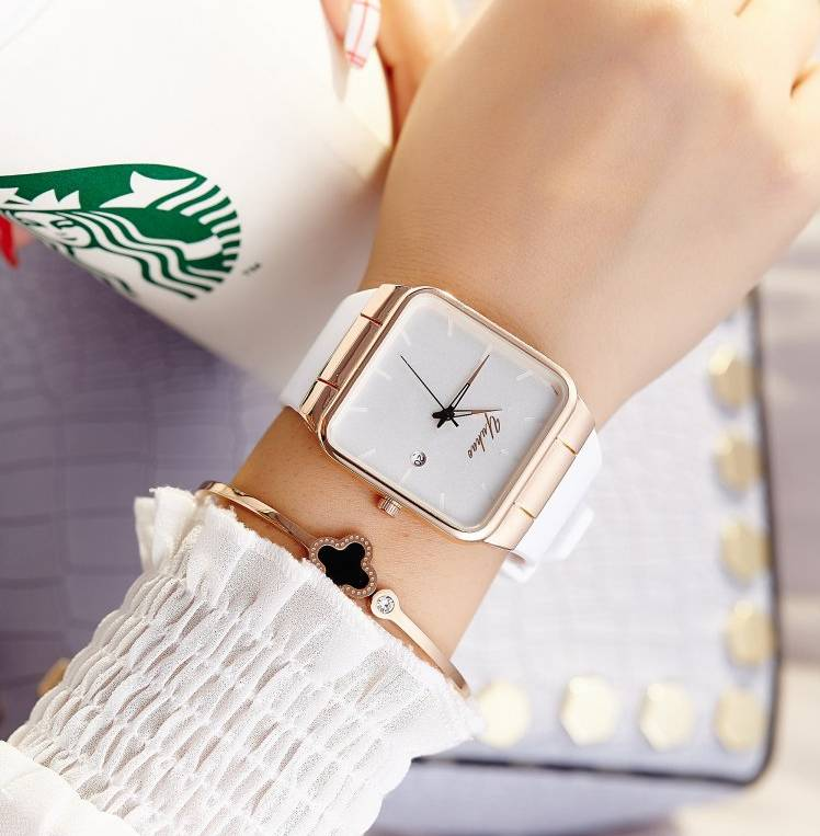 купить 2018 Brand Women Watches Women Silicone Square mujer Luxury Dress Watch Ladies Quartz Wrist Watch Montre Femme по цене 550.78 рублей