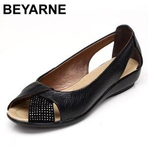 Image 1 - Sandalias de piel auténtica informales para mujer, zapatos de talla grande (35 43), calzado de verano, 2020