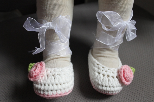 edbd72a5a 1pair Crochet baby ballet dancing shoes flower ribbon infant handmade  booties Mary Jane cotton yarn 0-12M