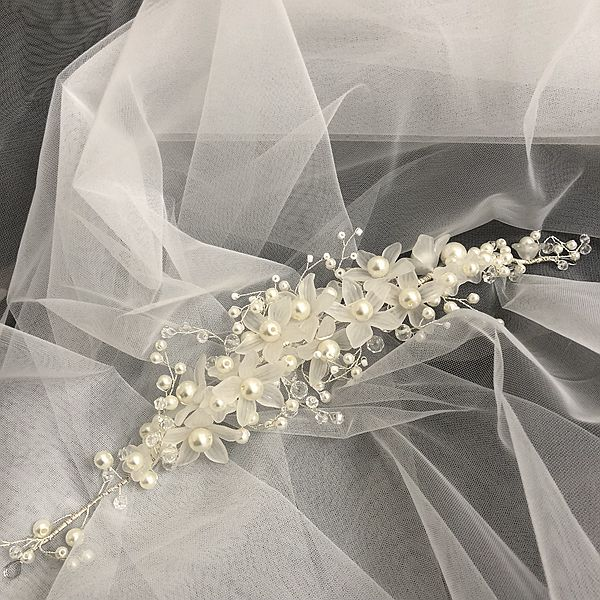 Image 3 - Hot Sale New 2M 3M White/Ivory Appliqued Flowers Bridal Headwear Wedding Bridal Veil Long With Comb Wedding Accessories EE706Bridal Veils   -