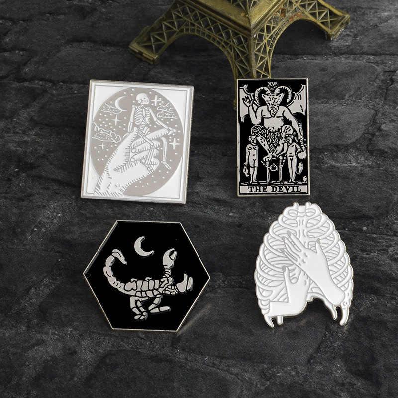 2019 Costela gaiola Escorpiões Abraço Esqueleto Diabo cabra Satanás Badge Pin esmalte liga de prata de Ouro Do Punk Camisa Broche de acessórios de moda
