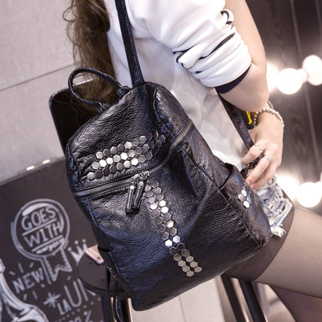 2017 new fashion rivet PU leather backpacks bags women Korea style washed leather shoulder bag leisure travel  backpacks girls