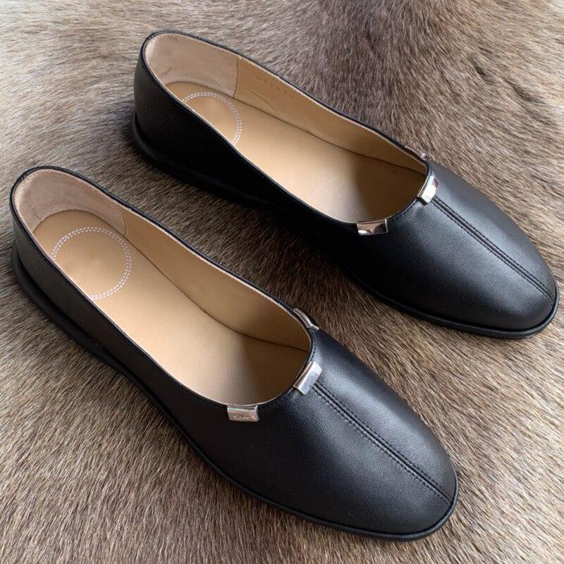 สีดำรอบ Toe รองเท้าแฟชั่นฤดูใบไม้ผลิฤดูร้อนรองเท้าผู้หญิงรองเท้า Designer รองเท้าหนังแบนสำหรับผู้หญิง-ใน รองเท้าส้นเตี้ยสตรี จาก รองเท้า บน   1