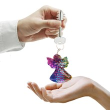 New 4 Colors Sequins Keychain Cat Pig Christmas Tree Bling Key Chain  Keyring Car Bags Pendants Jewelry Accessories Gifts cc86b68f5dbc