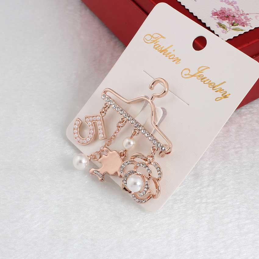 Fashion Brooch Pin Generous Pearl letter Brooch Pin Scarf Pin Top Fashion N5 Brooch For Women 3