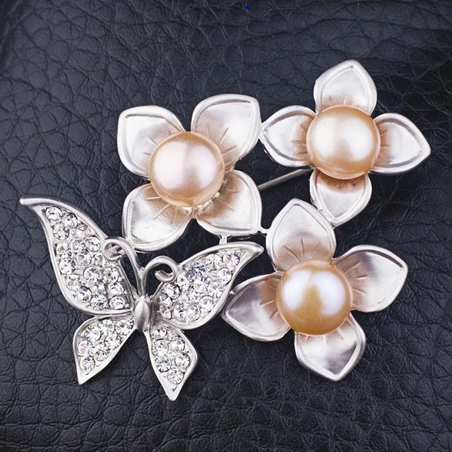 High End cachecol fivela borboleta flor pérolas naturais broches de strass presente de natal para amigos