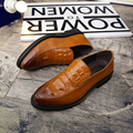 Bullock crocodile embossed leather shoes British style round hair stylist and men's casual shoes.