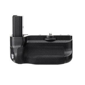 Image 4 - Meike MK A6300 Verticale Multi Power Battery Grip Mano per Sony A6300 A6000 A6400 di lavoro Della Macchina Fotografica con 1 o 2 NP FW50 batteria