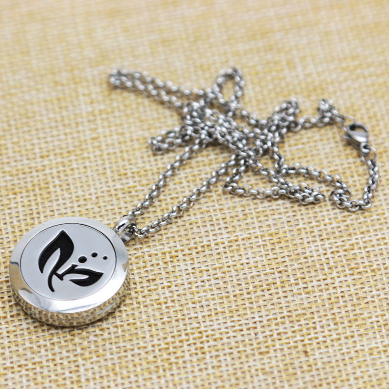 With chain and 10pcs Felt pads, Leaves Aromatherapy Essential Oils Stainless Necklace pendant Perfume Diffuser Locket