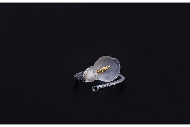 Кольцо женское из серебра 925 пробы с кристаллами