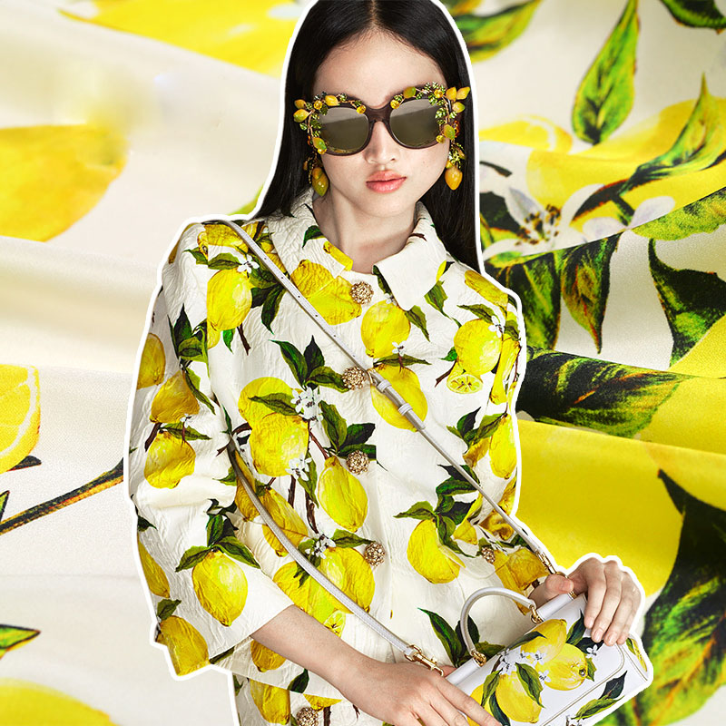 Nouvelle mode super mode designs soie satin jaune citron imprime tissu blouse robes 19 MM soie tissu au mètre en gros