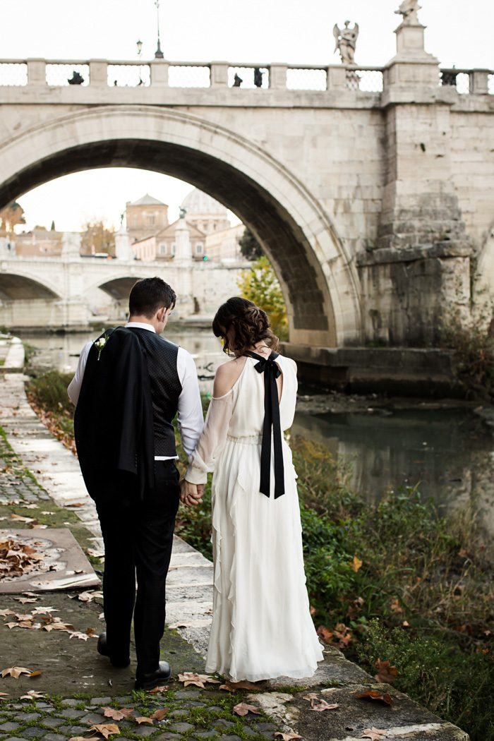 piazza-del-campidoglio-in-rome-was-the-perfect-wedding-destination-for-this-art-and-history-loving-couple-quince-and-mulberry-studios-53-700x1050