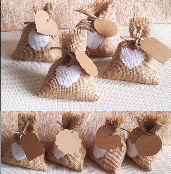 blanc coeur de mariage sac de bonbons avec diy kraft tag toile de jute pochette sacs sac de. Black Bedroom Furniture Sets. Home Design Ideas