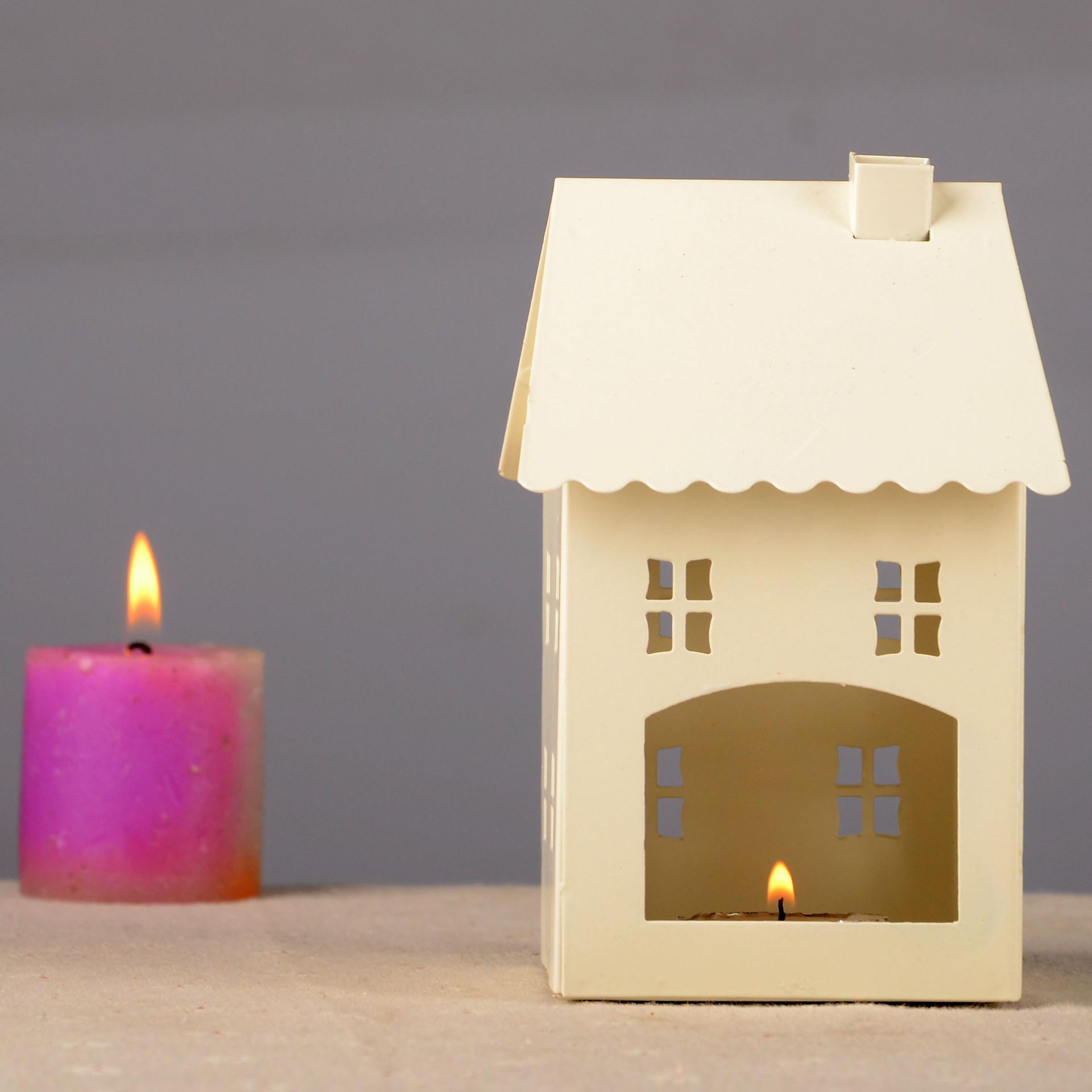 Weiß-Rot-Eisen-Kleines-Haus-Kerzenhalter-Europa-Stil-Kreative-Geschenk-font-b-Retro-b-font-Home Stilvolle Warum Flackern Kerzen Im Glas Dekorationen