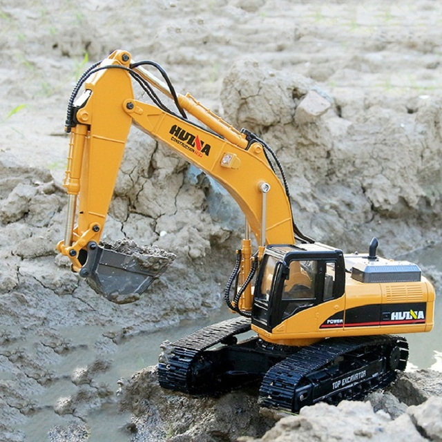 2019 Brand New Toys 15 Channel 2.4G 1/14 RC Excavator Charging RC Car With Battery RC Alloy Excavator RTR For kids 3