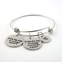 Liuanan 316L Stainless Steel Expandable Wire Bangles With Friends Are Always Close In Heart Charms Bracelet