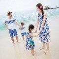 La familia a juego traje azul de la flor Family Clothing madre e hija vestido de padre hijo ropa de la familia conjunto ropa de playa