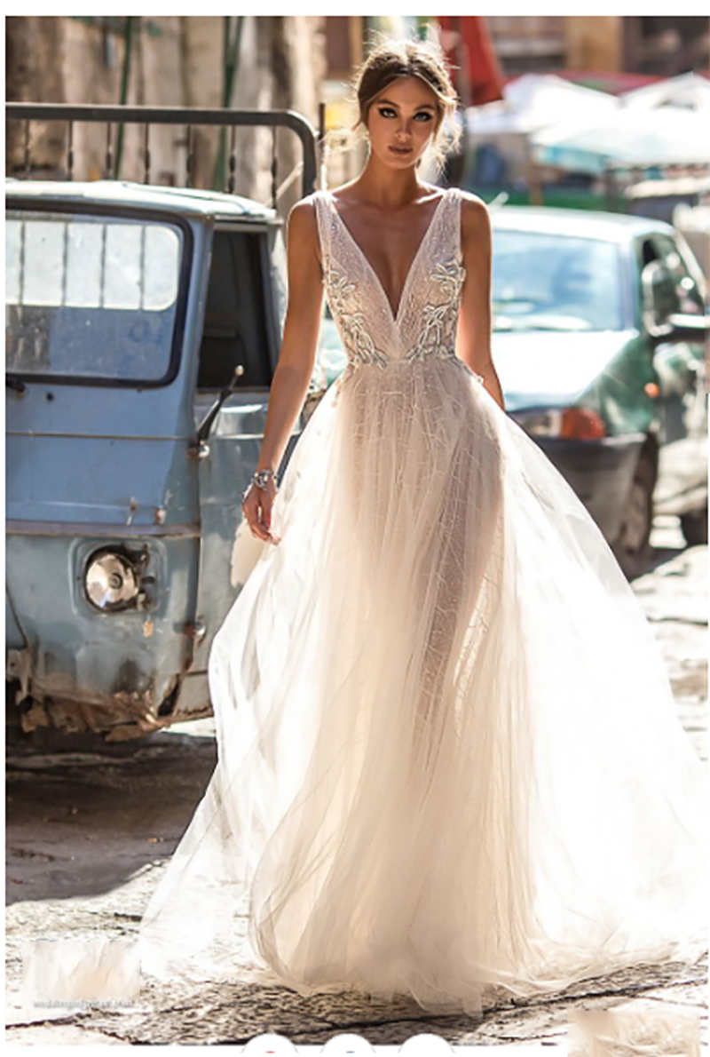 A Line Wedding Dress Backless Lace Bride Dress Sexy V Neck 2019 Lace Appliques Boho Long Bridal Gown