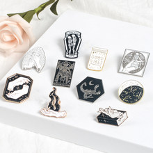 Romantische broche schedel Gesimuleerde Duivel Getatoeëerde hand Magic Boek pin Badge Punk broche Gothic Gift voor Halloween gift(China)