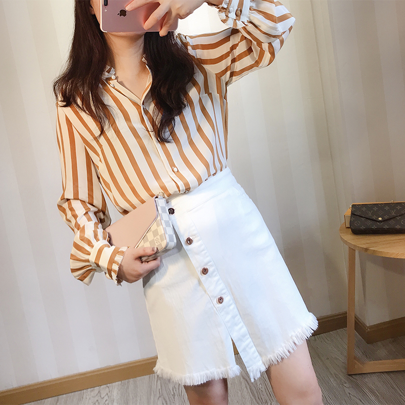 19 spring Long sleeved shirt neck Ruffle cuffs Shallow coffee stripe Blouses Button line at the
